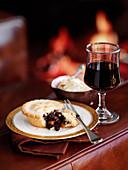 Mince Pie, angebissen (weihnachtlich)