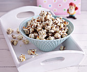 Popcorn crispies with flaxseeds and sesame seeds