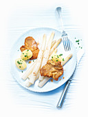 Asparagus with Wiener schnitzel (breaded veal) and parsley potatoes
