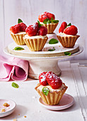 Strawberry tarts with vanilla cream
