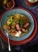 Fajita-Steak mit Avocado und Sauerrahm (Mexiko)