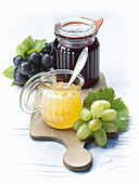 Red and green grape jelly with grappa