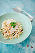 Kohlrabi noodles with onions, hazelnuts and chicken breast