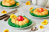 Mini Easter wreath cakes with Easter eggs