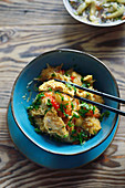 Turkey with rice noodles, vegetables and parsley (Asia)