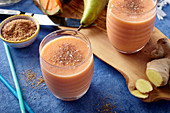Ginger and cantaloupe smoothies with pear