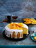 Butterkuchen mit Zitrusfrüchten und Zuckerglasur