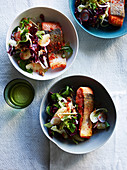 Krusprige Lachsforelle mit Radicchio-Grapefruit-Salat