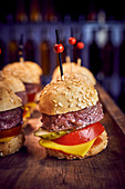 Beefburger sliders with cucumber, tomato and cheese