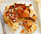 Peach crostata with almonds