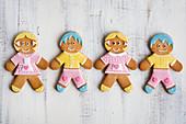 Hänsel und Gretel aus Lebkuchen, mit Zuckerguss dekoriert
