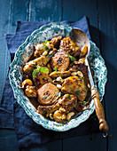 Hähnchen-Tajine mit Harissa, Quitten und Mandeln