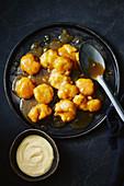 Salted Caramel Klösschen mit Vanillesauce