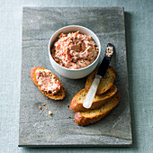 Salmon rillette with toasted baguette