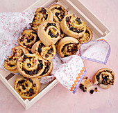 Apple and raisin buns