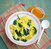 Thai rice pot with spinach and chicken