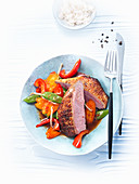 Duck breast with peppers, mangetout and carrots (Asia)