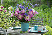 Paeonia 'Bowl of Beauty' ( Pfingstrosen ), Geranium ( Storchschnabel )