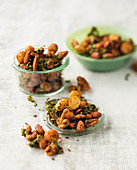 Spicy nut mixture with kale