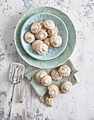 Hazelnut macaroons with vanilla