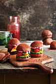 Grilled fruity mini burgers with chocolate buns