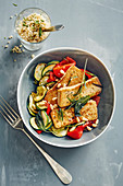 Mediterranes Gemüse mit gebratenem Tofu