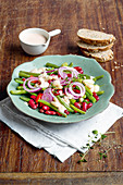 Colourful bean salad with red onions