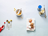 Tomatenmark, Senf, Cornflakes, Eier und Mayonnaise