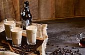 Cold-Brewed-Coffee mit Cashewkernen und Vanille