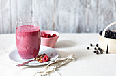 Berry muesli smoothie