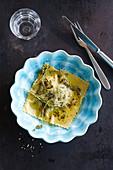 Ravioli mit Butter und Kräutern
