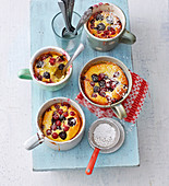 Mug cheesecakes with berries