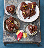 Chocolate hearts with a crispy topping