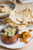 Curry with pea rice and flatbread (India)