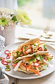 Banh Mi Sandwich mit Hähnchen und Pickles