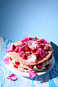 Lychee and rose cake (trend from the 2000s)