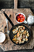 Poppyseed and yoghurt hash with strawberries