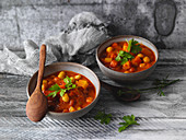 Quick potato and tomato curry with chickpeas