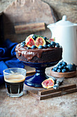 Chocolate cake with figs and blueberries