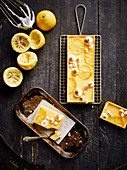 Zitronencreme-Tarte mit Baisertupfen