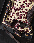 Brownie cheesecake with sour cherries