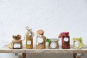 Verschiedene Gerichte der Fünf-Elemente-Küche in Gläsern zum Verschenken