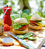 Mini burgers with cucumber and tomato