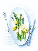 Green asparagus with peeled potatoes and hollandaise sauce