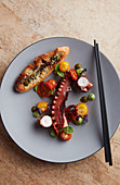 Octopus with toasted bread and tomatoes (China)