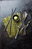 Algenblätter, frisch und getrocknet