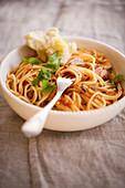 Spaghetti al tonno (pasta with tuna fish and tomatoes, Italy)