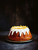 Light ginger and honey cake with stem ginger icing