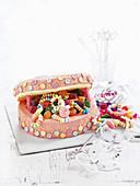 Child's cake: Jewellery box cake