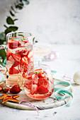 Erdbeerbowle mit Thymian